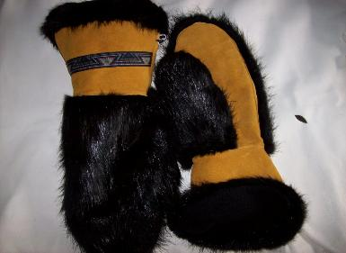 Moose hide mitts with blackbeaver, Aztec band.